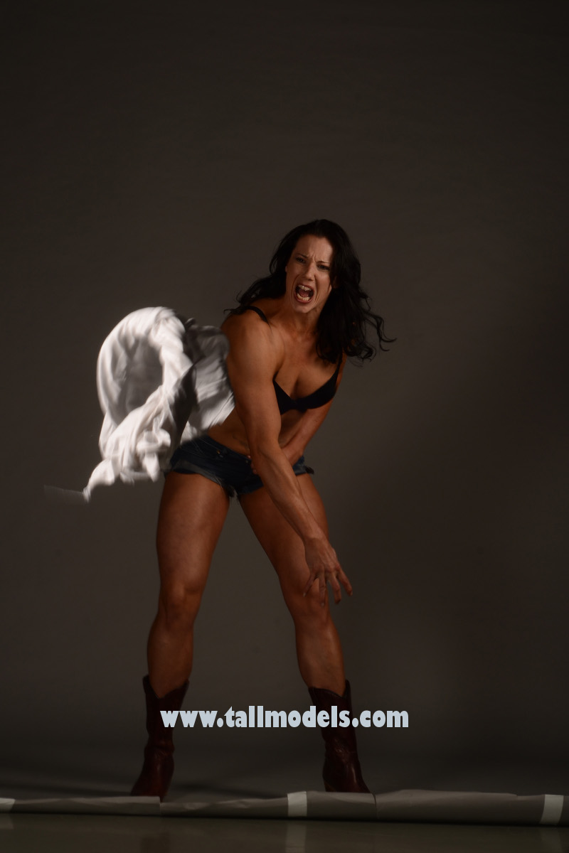 nude tall female bodybuilder